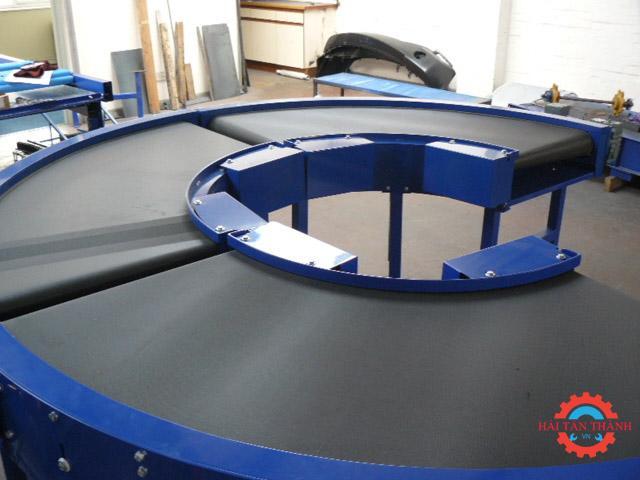 Băng tải cong PVC