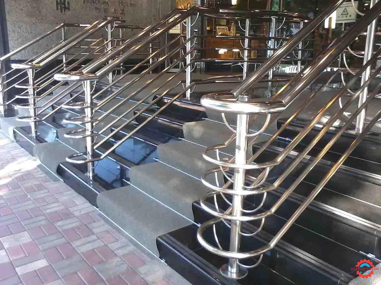 Công ty gia công cầu thang inox chất lượng uy tín tại Tân Bình
