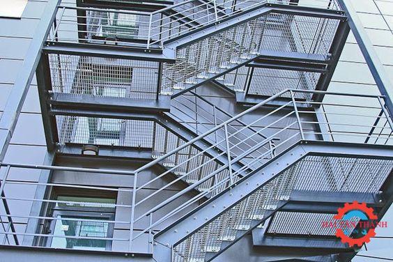 Công ty thi công cầu thang thoát hiểm nhà cao tầng tại quận 4