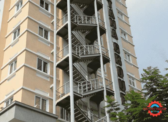Dịch vụ gia công cầu thang thoát hiểm giá cả phải chăng nhất